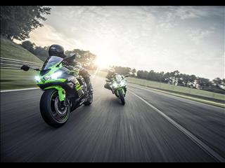 Test Ride a New Kawasaki at the 2019 British Superbike Championship Opening Round